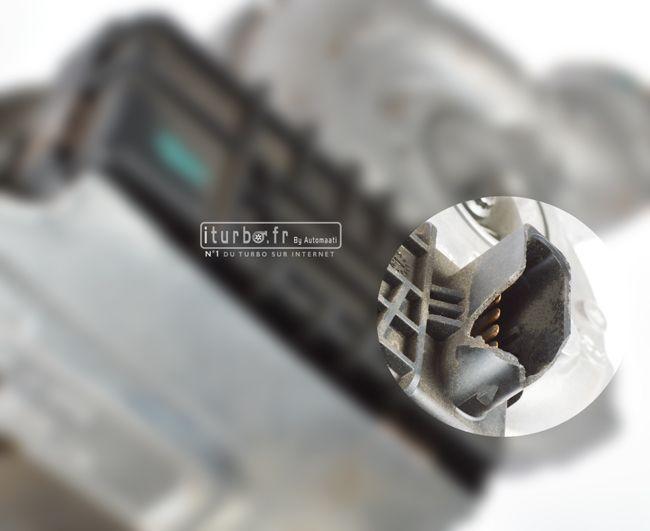 Défaut du turbo 805713 : prise du boitier de l'actuateur légèrement fissurée sans impact sur le fonctionnement correct du turbo.